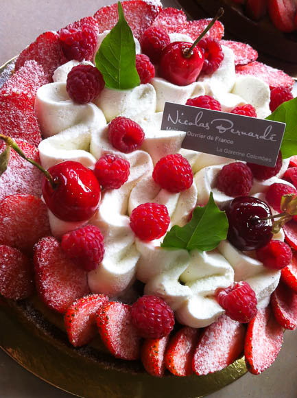 La pâtisserie du 1er juin diffuse les saveurs fruitées des fraises et framboises