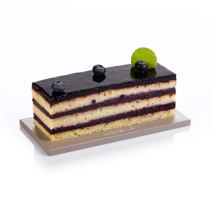 Savourez le retour de la belle saison avec le cake Nuit de Printemps aux myrtilles