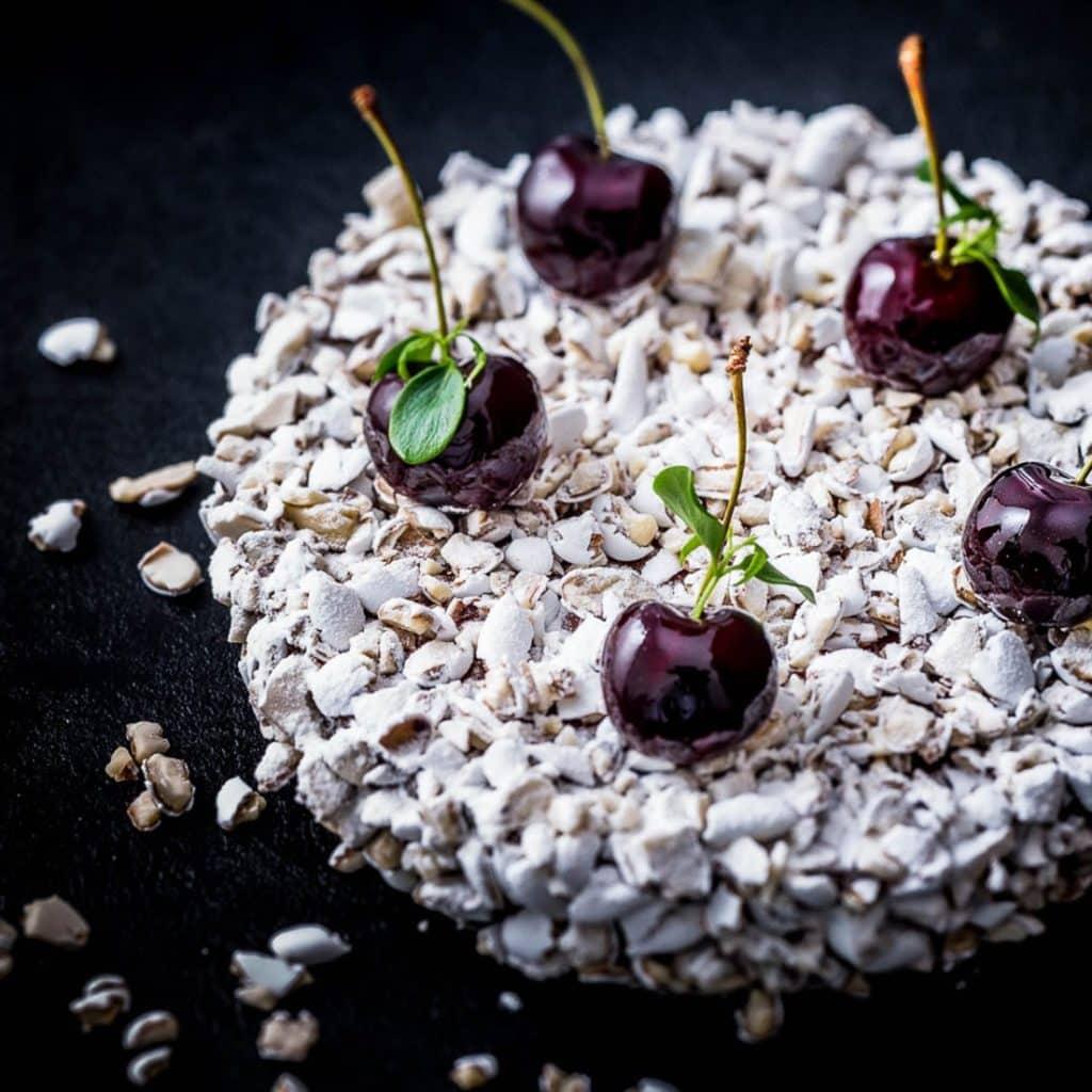 Noces Blanches: un gâteau de voyage griotte, amande et dragée