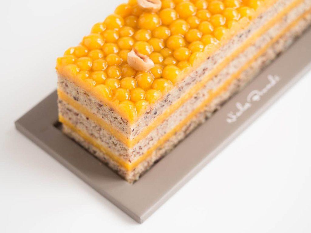 Partez vers les sommets avec le cake Mandarine Noisettes
