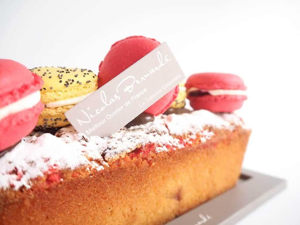 Partez pour le pays des merveilles avec le Cake Poire Macarons