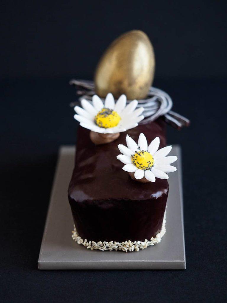 Comptez les pétales du bonheur avec le Cake de Pâques!