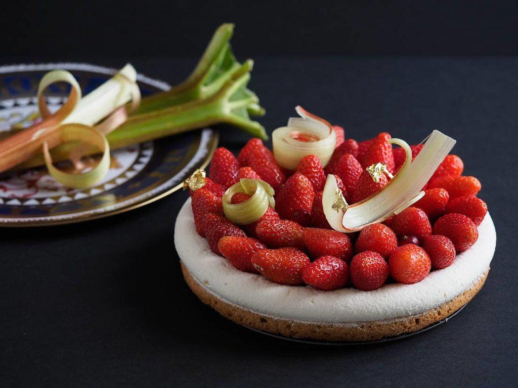 Fondez pour une Romance bretonne aux fraises et à la rhubarbe