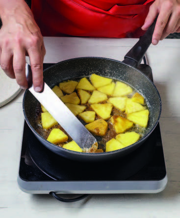 Préparez l'ananas caramélisé