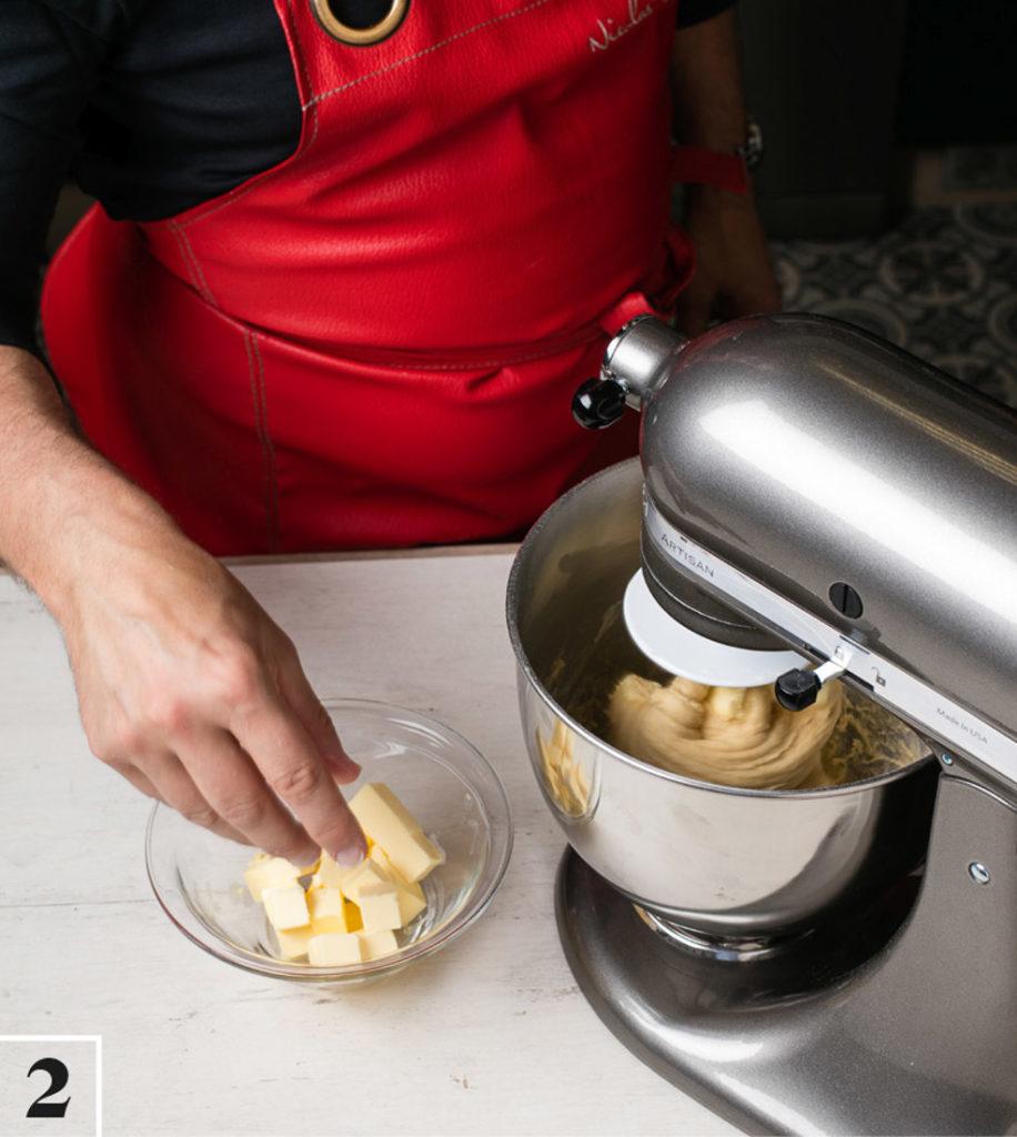 Ajout du beurre dans la pâte de la brioche