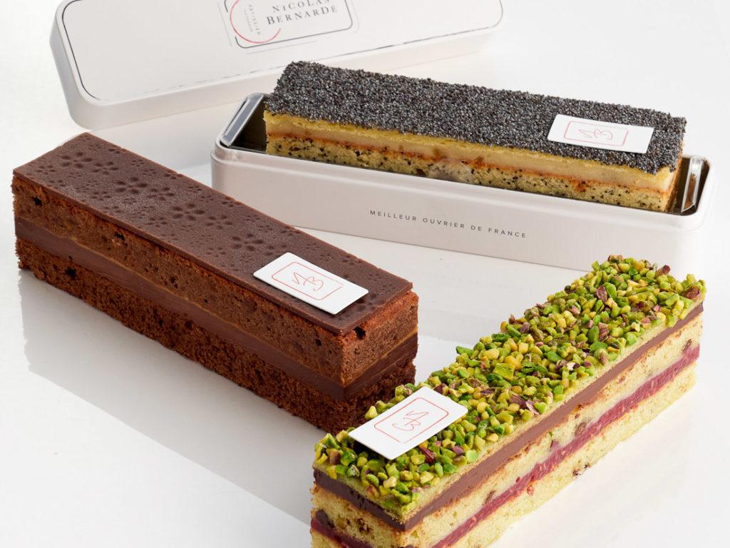 Collection de cake à emporter dans une boîte en métal