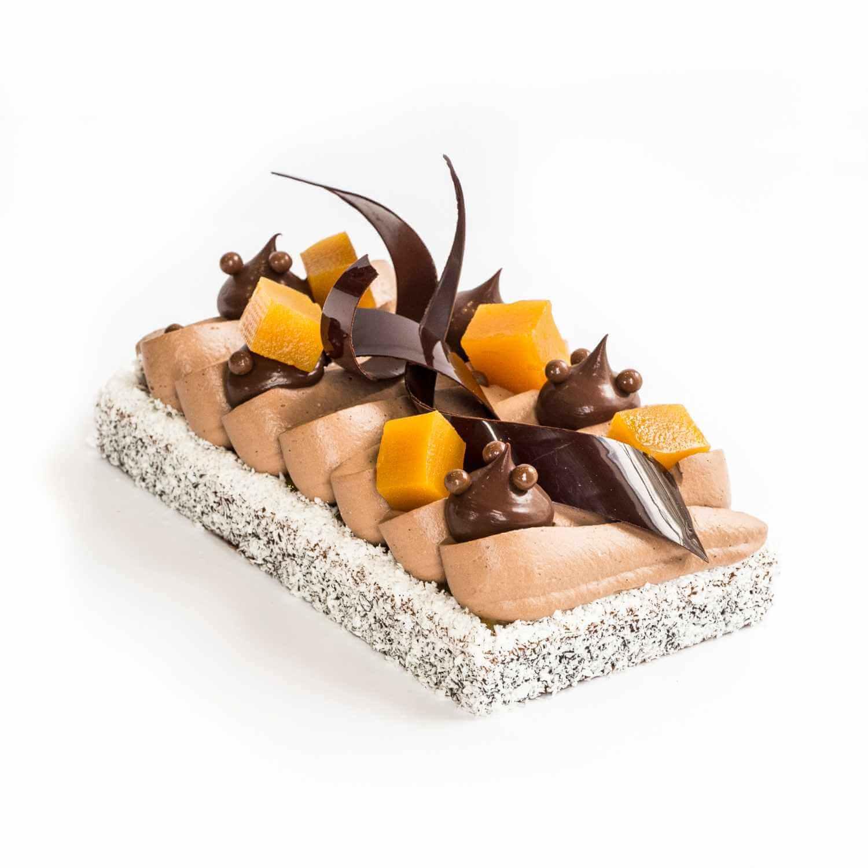 Entremets mangue, passion et chocolat