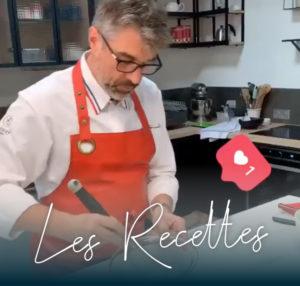 Nicolas Bernardé en train de préparer une recette dans son laboratoire