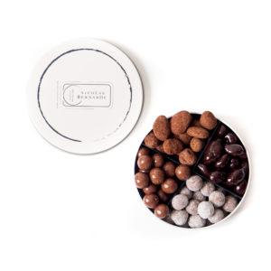 Coffret assortiment mandes et noisettes gourmandes au chocolat