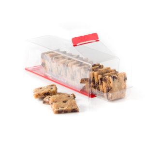 Biscuits cookies carrés dans une boite transparente