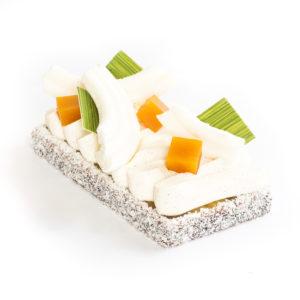 Entremets mangue, fruit de la passion et vanille