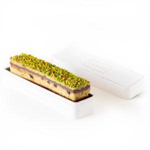 Cake de poche chocolat pistache et framboise dans sa boite en métal