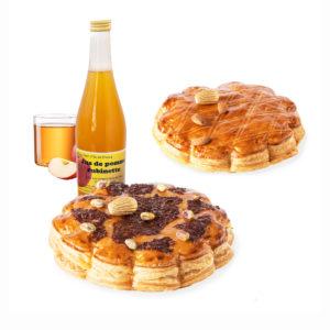 Goûter des Rois composé d'une galette aux amandes, d'une galette au chocolat pistache et d'une bouteille de jus de pomme
