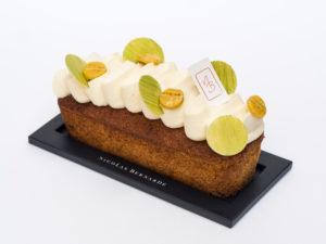 Cakissime Kitoko, cake à la banane recouvert de crème vanille et banane