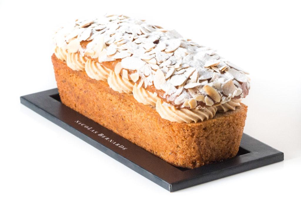 cake paris-brest sur fond blanc