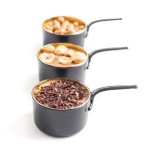 Petites bouchées au chocolat dans des cassolettes pour Pâques