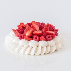 Pavlova à la fraise et aux fruits rouges